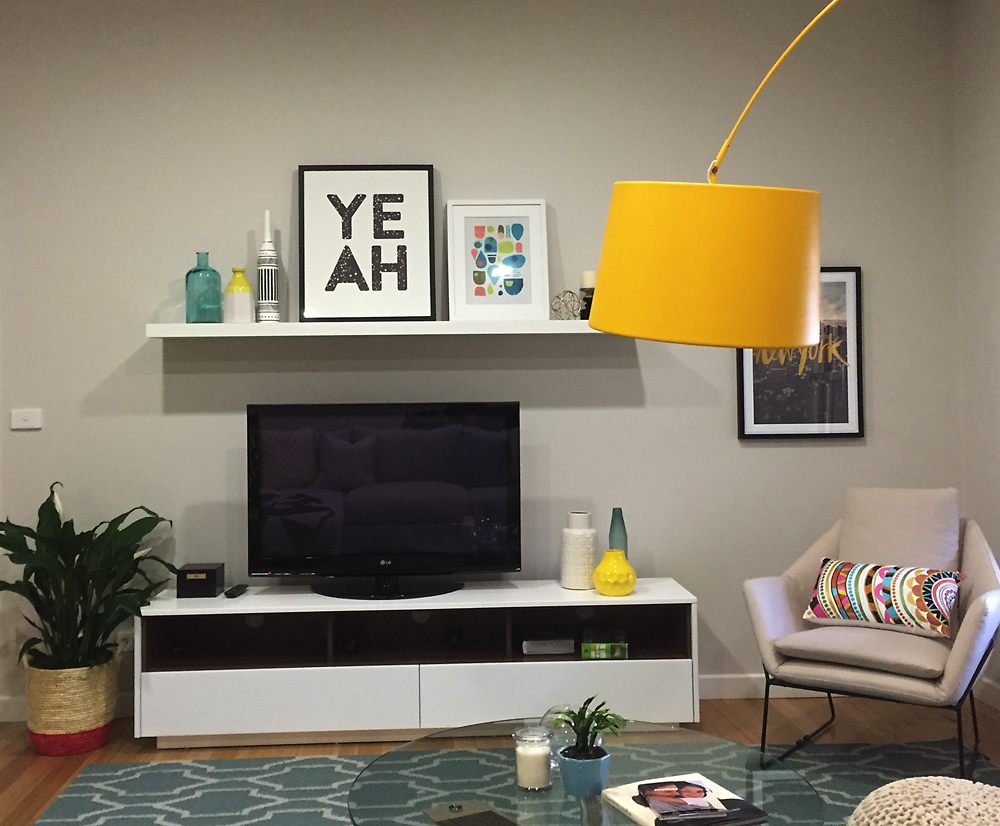Von Haus Design Studio, hanging pictures with a TV, installing a shelf